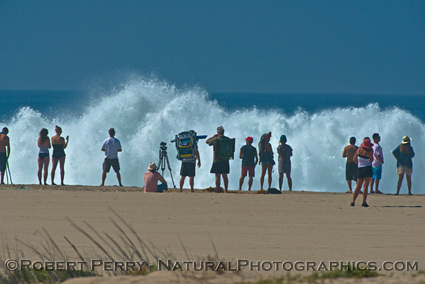 1-waves & people Hurricane Marie 2014 08-27 Zuma- Westward Bch-233