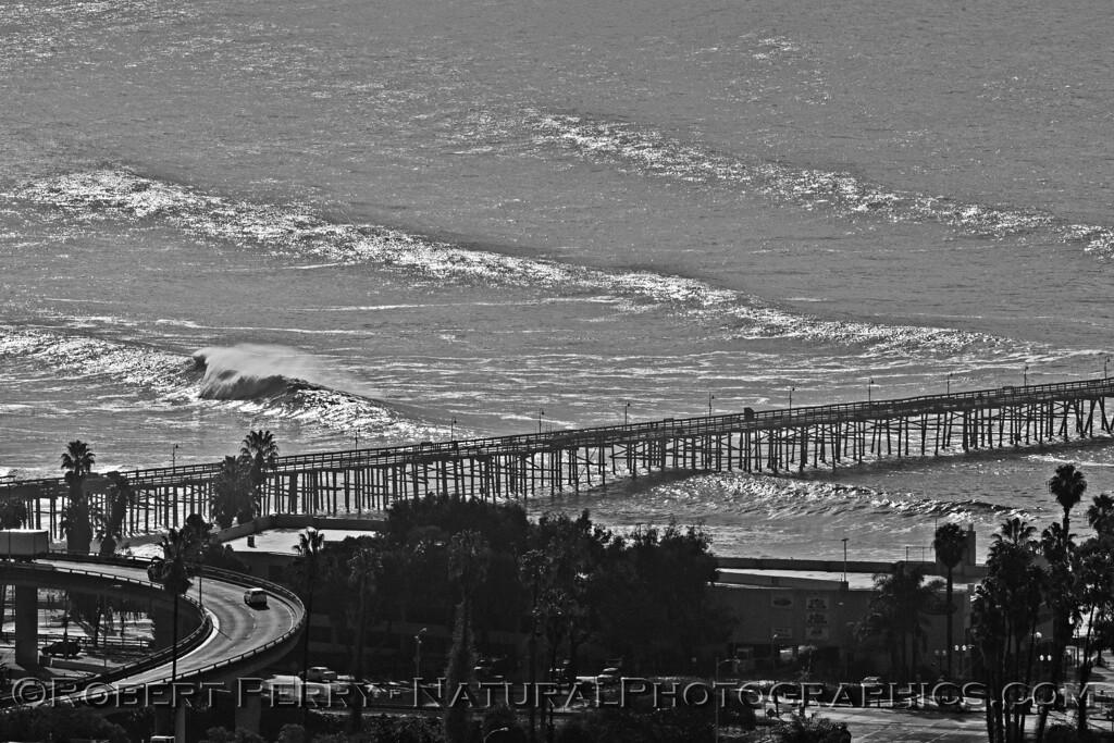 Wave Train Ventura Pier B&W 2016 01-07 Waves & Beaches-033