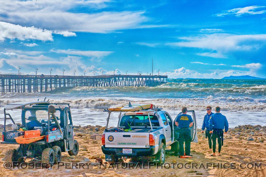 Waves Ventura pier & Lifeguards on beach 2016 01-07 Waves & Beaches-a-035