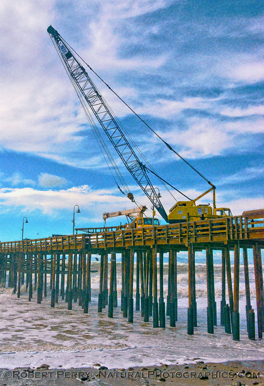 Ventura Pier & Crane - 2016 01-07 Waves & Beaches-a-067