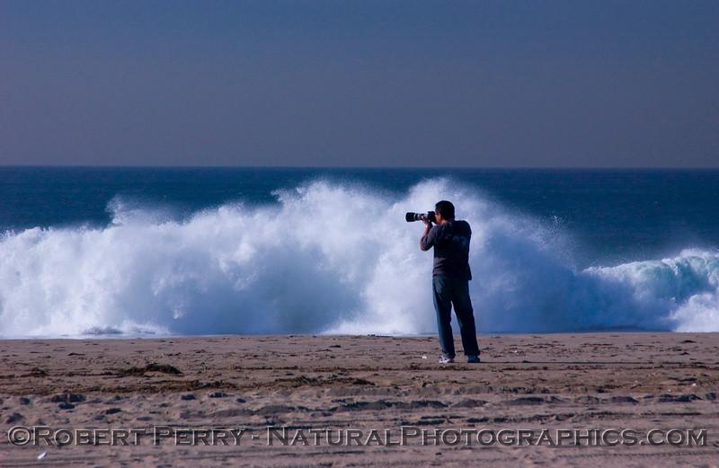 QQQ-man with camera whitewater - Big Waves surf 2007 12-05 Zuma - 1232