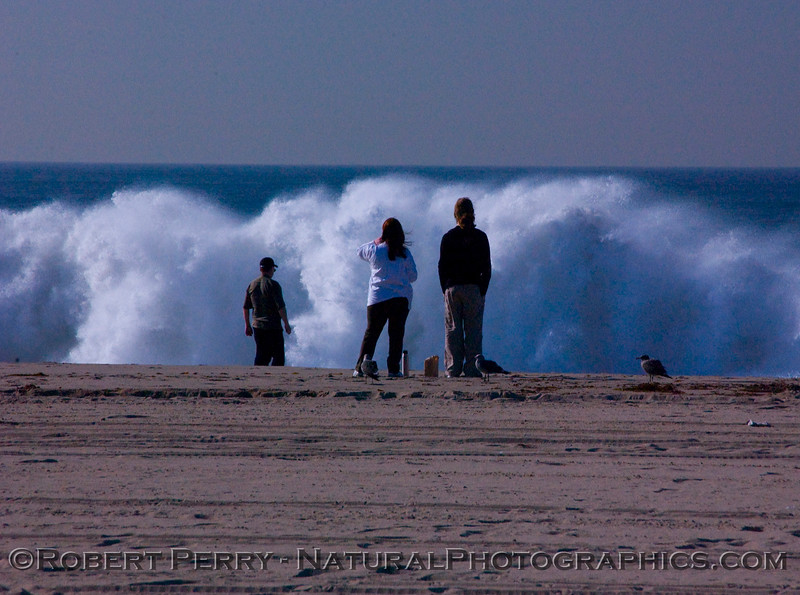 People & whitewater Big Waves surf 2007 12-05 Zuma - 1047modCROPsmall