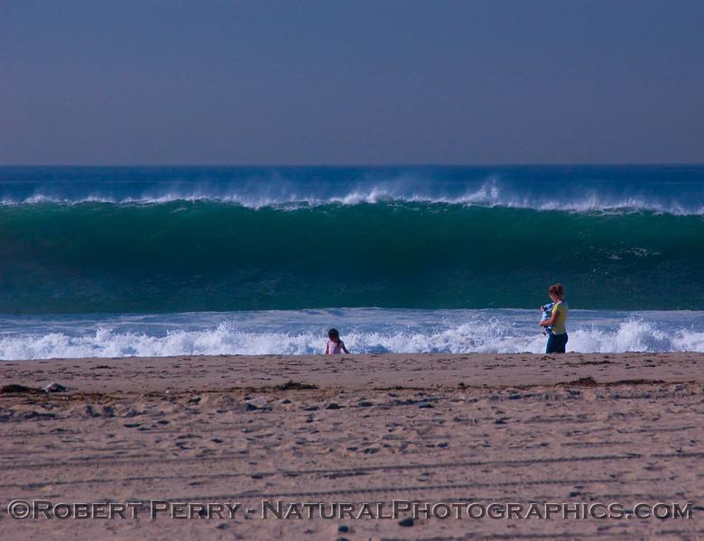QQQ-Mom baby & child w Big Waves surf 2007 12-05 Zuma - 140modCROPsmall