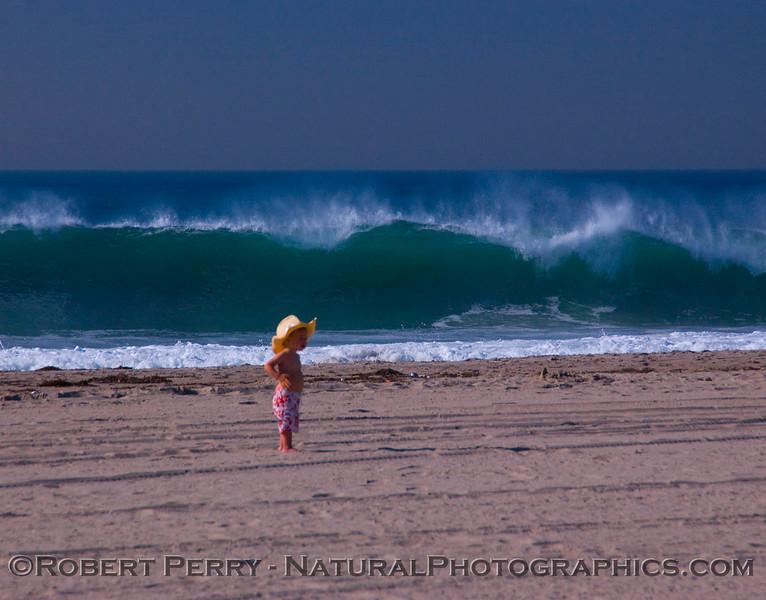 QQQ-boy w hat BIG waves surf 2007 12-05 Zuma - 125modCROPsmall