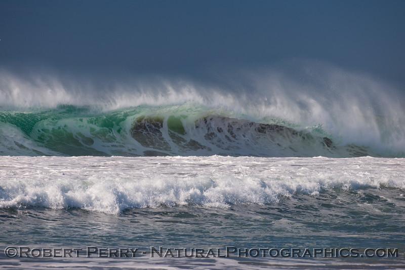 big spray white water wave 2010 01-14 Zuma - 148