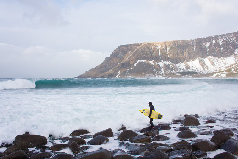 Keith Malloy paddling out in Norway
