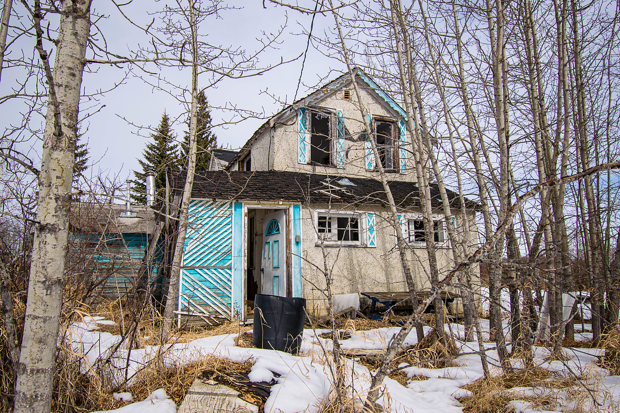Love this find, the blue detail certainly made it pop from the roadway! An older home that most likely made it to the end of the 70's or early 80's before being abandoned.