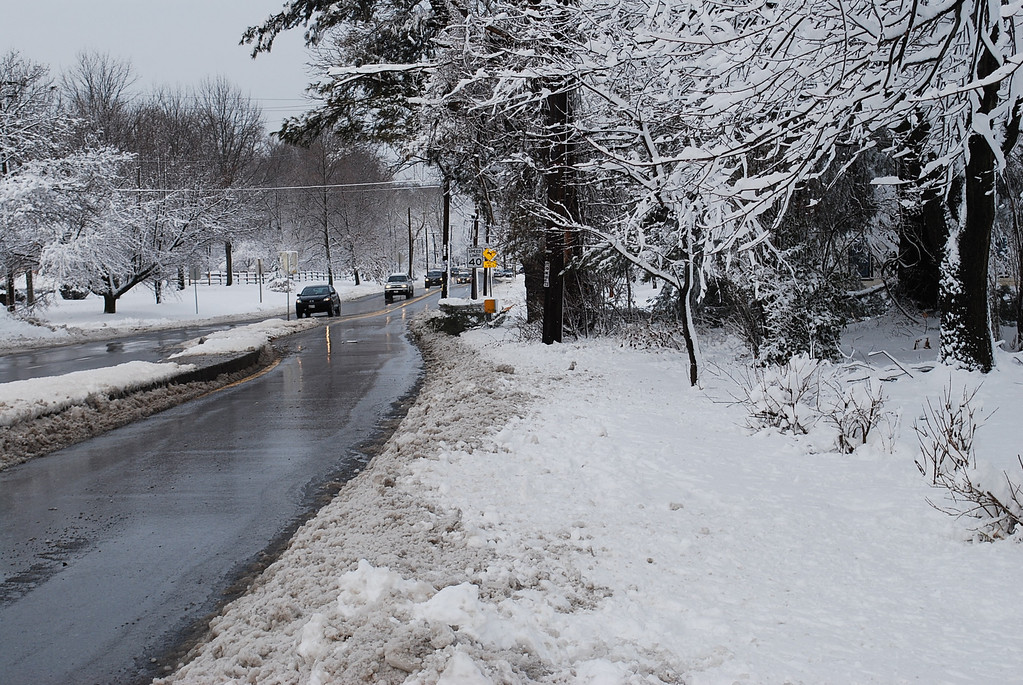 The slight incline on the road caused dozens of vehicles to become stuck the previous evening.