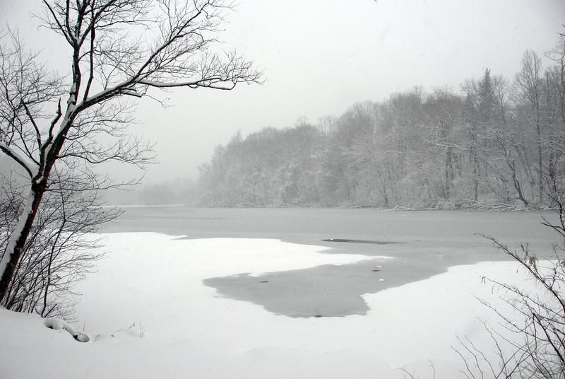 2010-02-10 SpeedwellLake in Snow Black and White.jpg