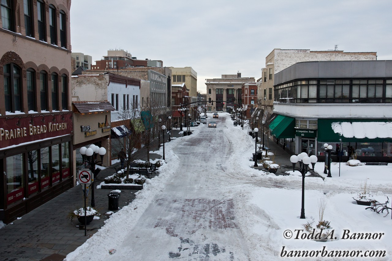 Marion Street in downtown Oak Park viewed from the Metra station. The sidewalks are heated.