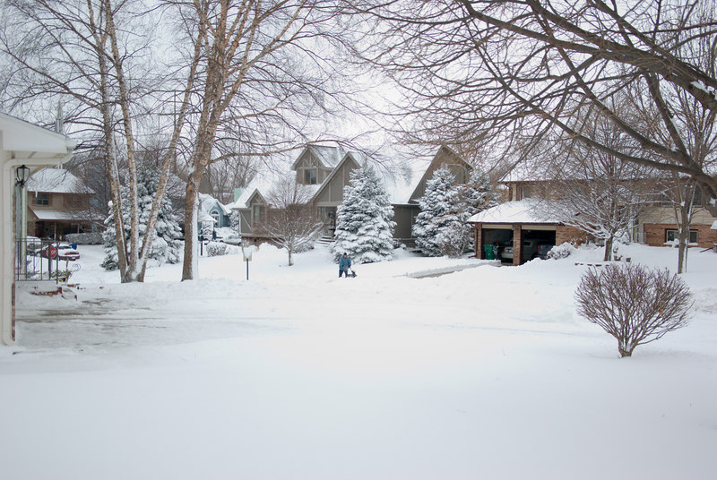 Most of the neighbors started shovelling in the afternoon.