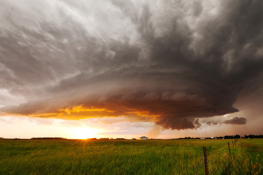 IMAGE: http://www.brettnickeson.com/Weather/Clouds-and-Storm-Structure/i-67dvgGJ/0/XL/IMG15645-XL.jpg