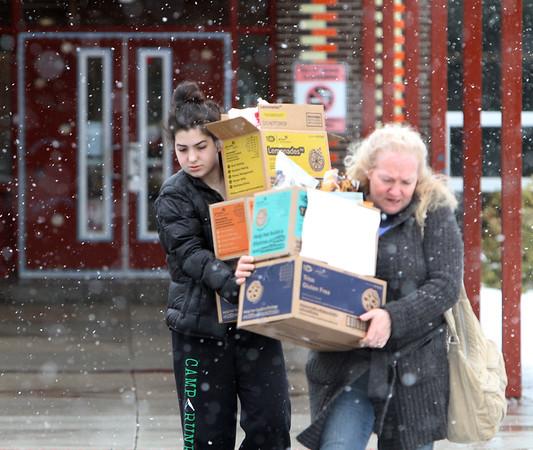 Cookie sellers in snow 040117