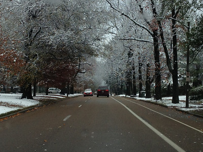 North Parkway in Memphis at noon.