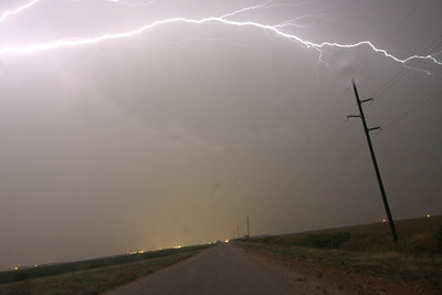 Cloud-cloud lightning branches out almost overhead!! Near Tahoka, TX (10:30)
