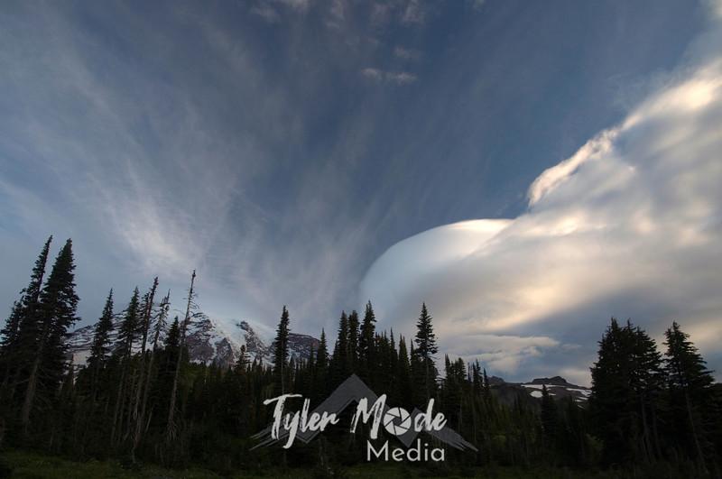 985  G Mt  Rainier and Lenticular Cloud