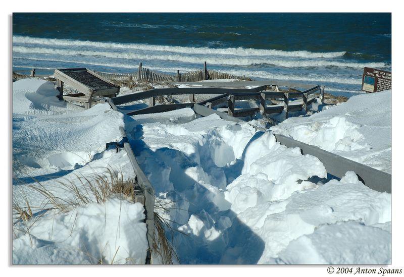 Path towards the beach<br/> Pap, je herinnert je dit pad nog, juni 2004? Was wel wat warmer ... :=)