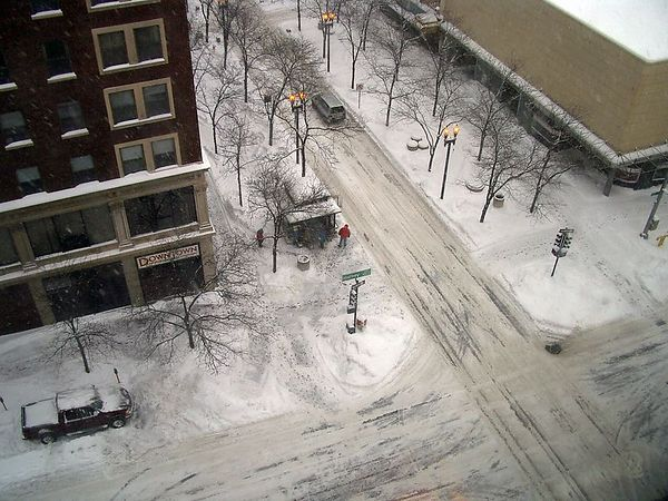 "<br><br><font size=""3"">A downtown intersection, mid-afternoon. Photo shot from my 7th floor office.</font>"