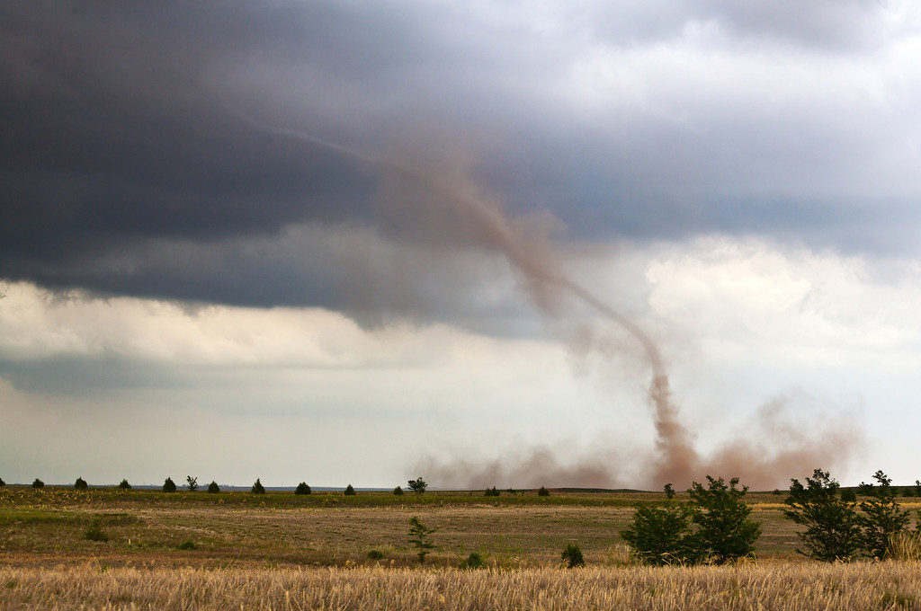 IMAGE: http://www.brettnickeson.com/Weather/Tornadoes/i-2DwvGBC/0/XL/IMG_23888-XL.jpg