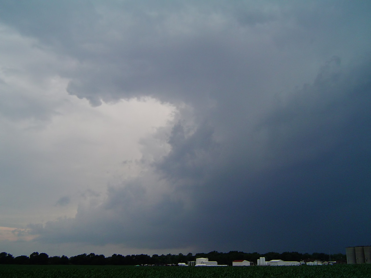 "May 30 - NW Macon County IL (tornado warned storm)<br /> <br /> Related link <a href=""http://www.crh.noaa.gov/ilx/events/may302004/may30.php"">http://www.crh.noaa.gov/ilx/events/may302004/may30.php</a>"