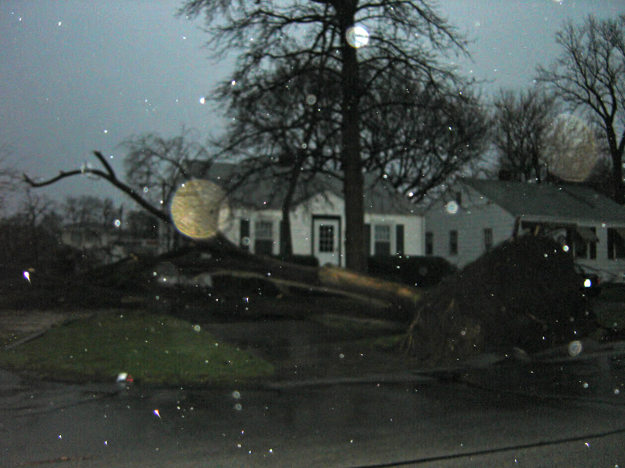 "April 2 - Decatur IL storm damage.<br /> <br /> Related link <a href=""http://www.crh.noaa.gov/ilx/?n=02apr2006"">http://www.crh.noaa.gov/ilx/?n=02apr2006</a>"