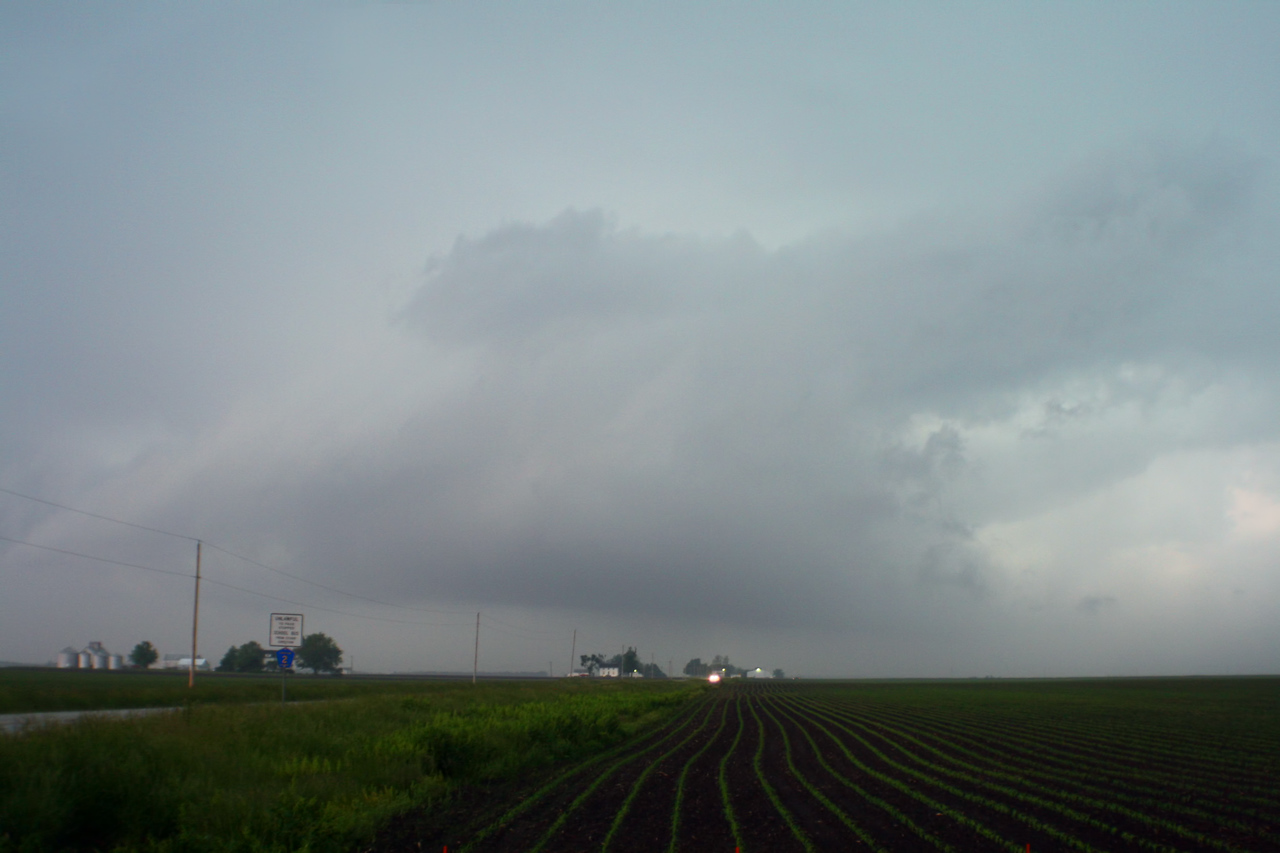 "May 30 - SW Macon County IL<br /> <br /> Tornado warned storm to formerly produce much further W at Waverly<br /> <br /> <a href=""http://www.crh.noaa.gov/ilx/?n=30may08"">http://www.crh.noaa.gov/ilx/?n=30may08</a>"