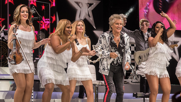 Rod Stewart with his very talented women back up singers. October 2018 Reno, Nevada.
