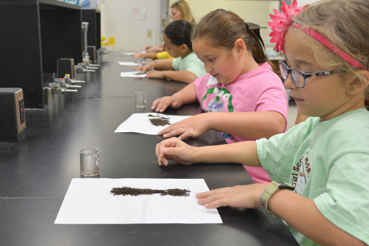 052017_GirlScout-STEMDay-0459