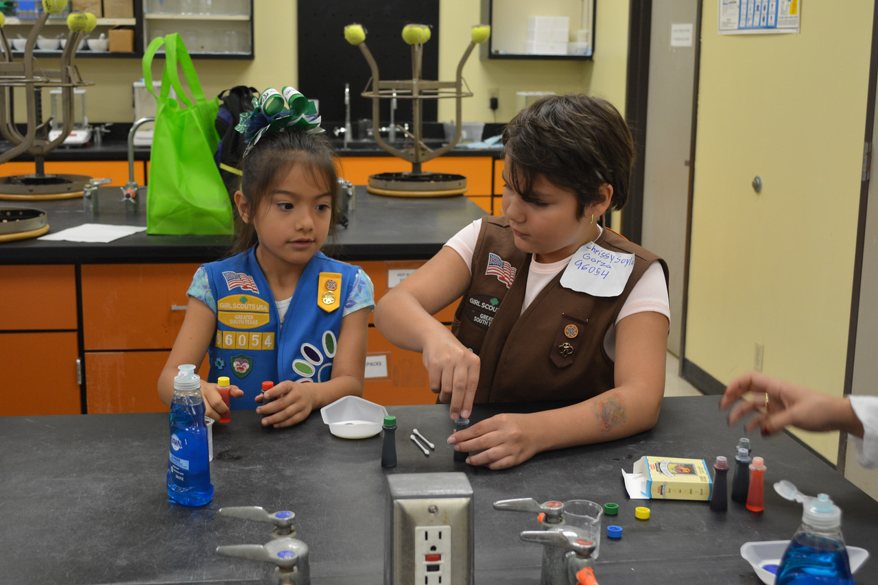 052017_GirlScout-STEMDay-0457