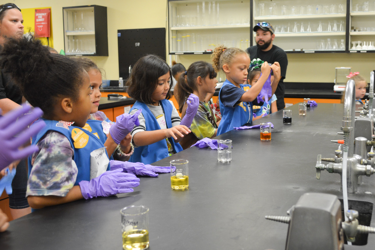 052017_GirlScout-STEMDay-0520