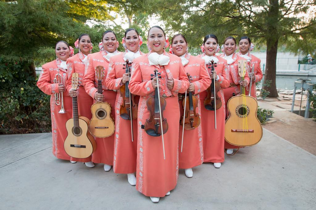 mariachi las altenas peach