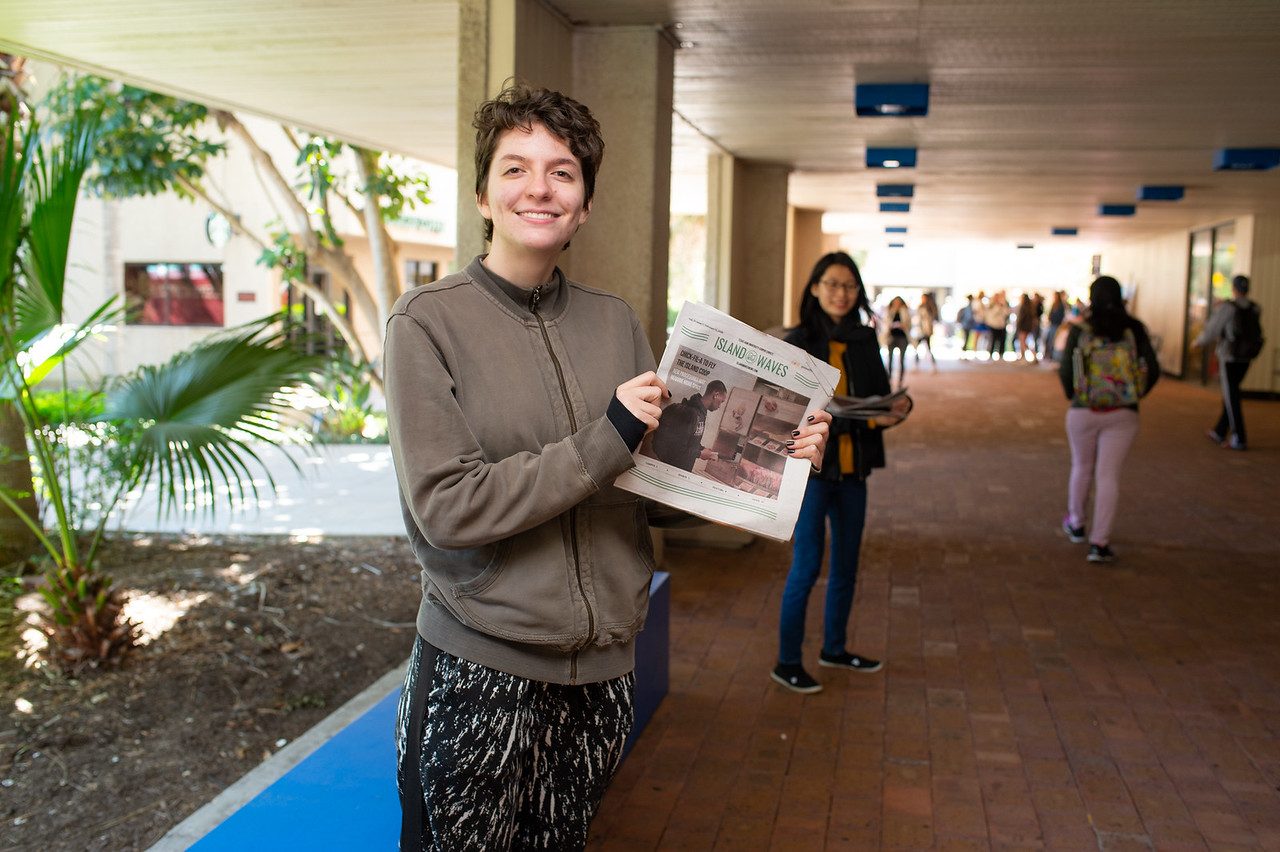 Island Waves Editor-in-Chief Caleigh Sowder hands out the most recent publication of Island Waves.