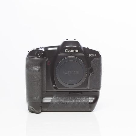Canon EOS-1 med batterigrepp power booster E1 (stavbatterier). 800kr