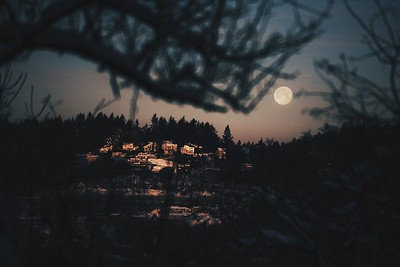 Moon sets over the west hills. � 2017 Fred Joe / www.fredjoephoto.com Processed with VSCO with hb2 preset