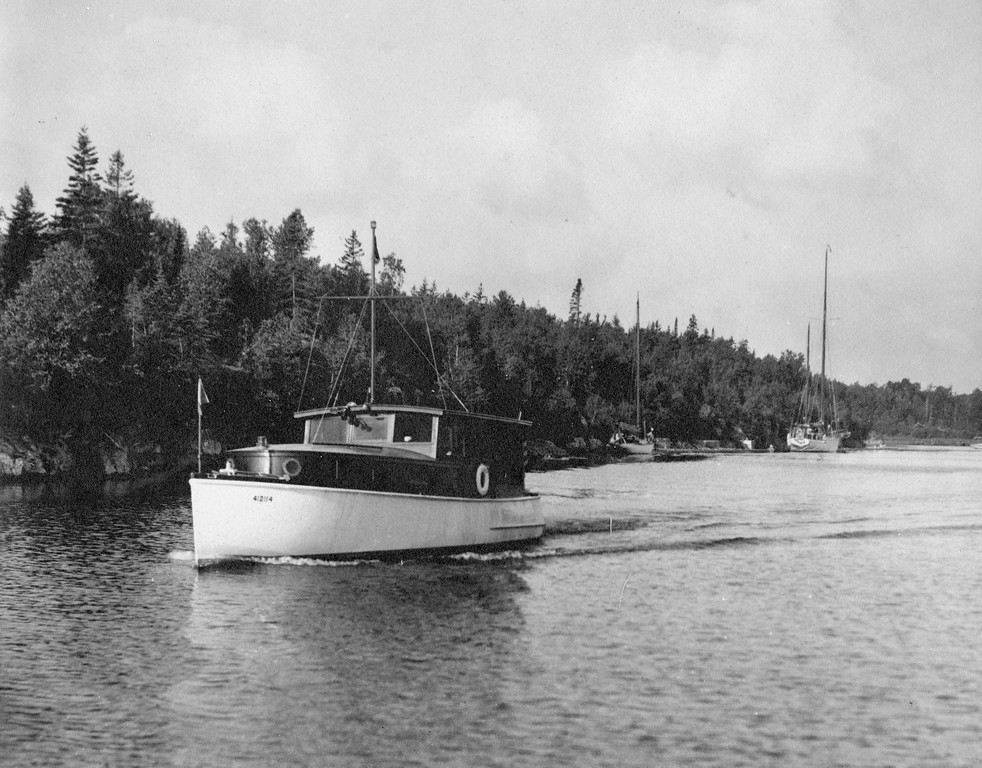 "First flagship of VYC, Commodore Thomas's ""Vagabond"",  cruising Killarny"