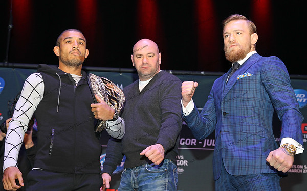 UFC President Dana White  between featherweight champion Jose Aldo and challenger Conor McGregor