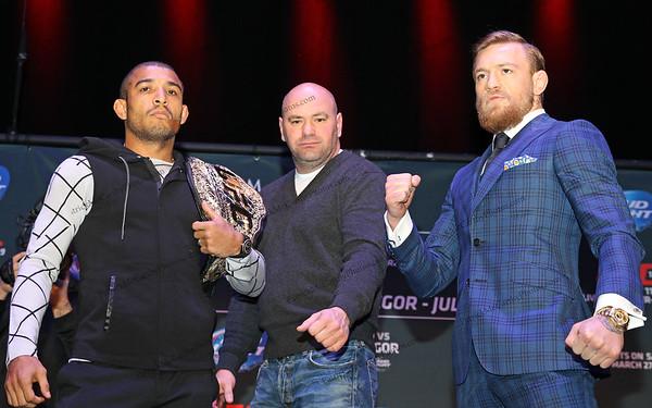 UFC President Dana White  between featherweight champion Jose Aldo and challenger Conor McGregor