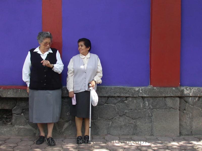 Cinco y pico. Frida Kahlo's Casa Azul, Coyoacan, Mexico City, 2004