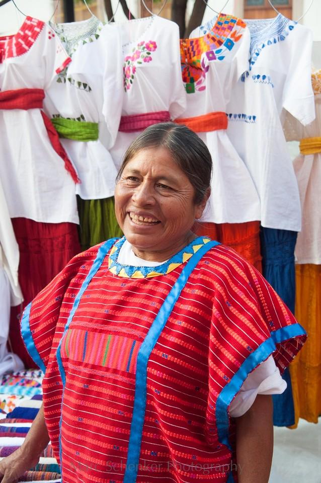 De huipiles, bordados y mariposas, Huautla de Jimenez, Oaxaca, 2009
