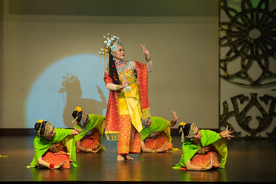 'Asyik' dance originated from the east coast of Malaysia, Kelantan Darul Naim. This dance previously performed in the palace, by female dancers