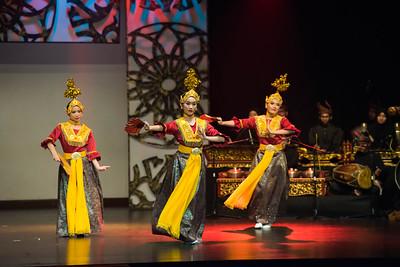'Joget Gamelan Kunang-Kunang Mabuk' is also one of the repertoires in Joget Gamelan