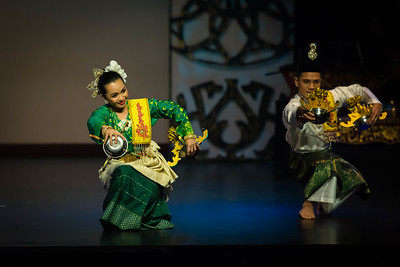 'Ceracap Inai' dance. This dance is very popular in Johor and it is believed to originate from Kampung Lenga, Muar. It was a royal dance and was often performed before the Sultan and the nobles