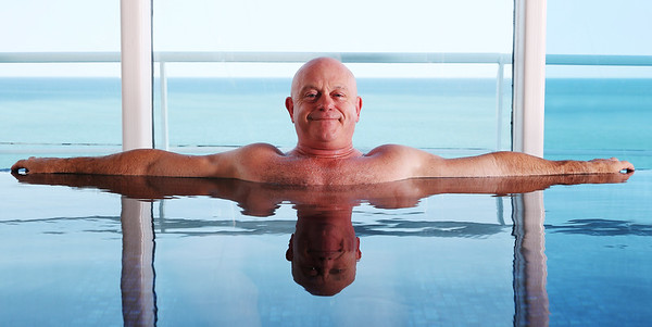 Marella Cruises - Ross Kemp tests Smiletinerary