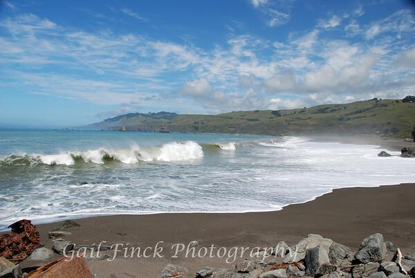 CRASHING WAVES - Northern California Coast
