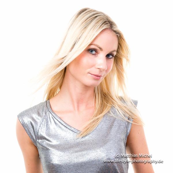 Portrait blonde Frau im Studio blonde girl headshot - Fotograf Matthias Michel
