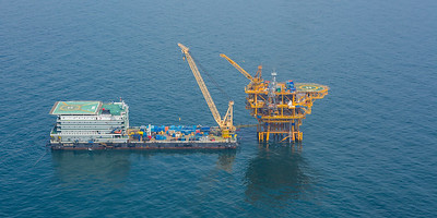 Offshore oil rig installation