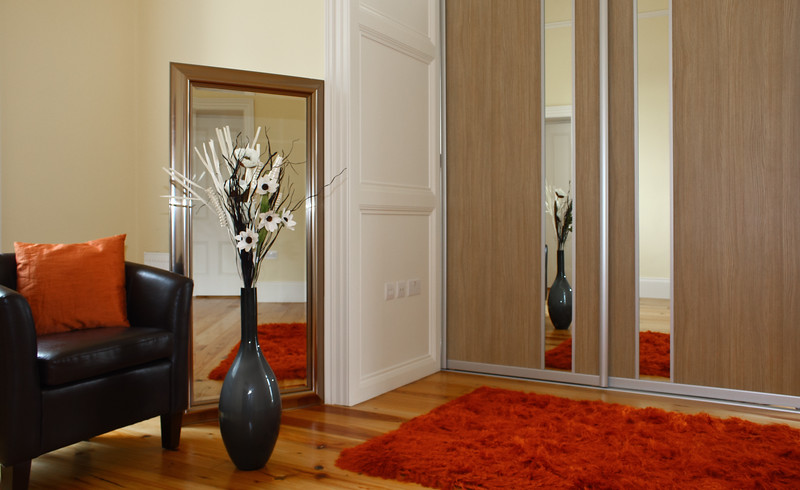 Wood-effect panel combines with mirrored section