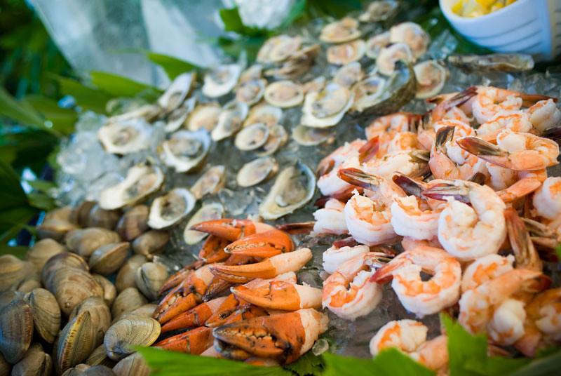 Raw bar is a popular choice for Cape Cod weddings.