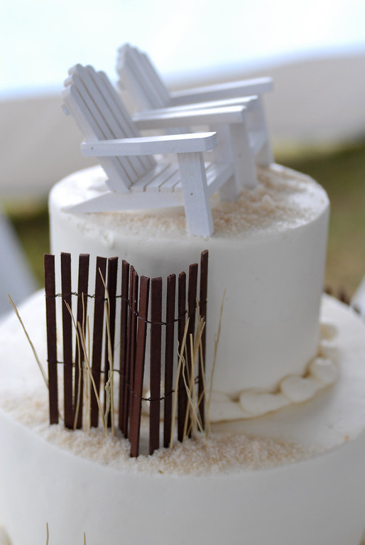Beach chair topper on a Cape Cod wedding cake. Photo By Bello Photography