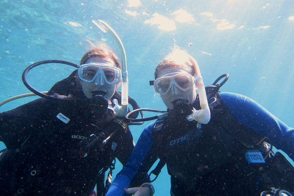 Keli & Nora, dive buddies!